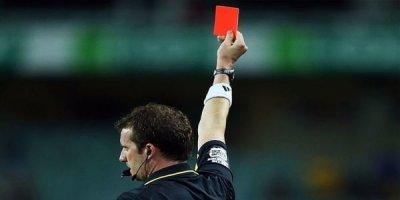 Hakim 9 futbolçunu meydandan qovdu, oyunu dayandırdı - VİDEO