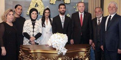 Arda Turan evləndi, Ərdoğan nikah şahidi oldu - FOTOLAR