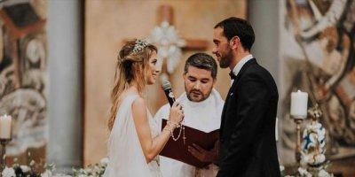 Ulduz futbolçu evləndi, hədiyyələri bağışladı