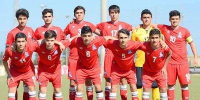 Milli komandamıza 28 futbolçu çağırıldı