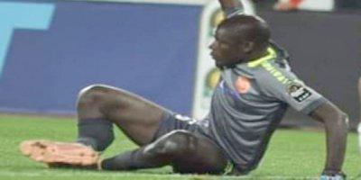 Futbolda dəhşət anları: hər iki ayağı sındı - VİDEO