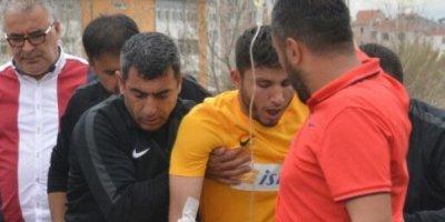 Oyun zamanı futbolçunun ağzına arı girdi, xəstəxanalıq oldu - FOTO/VİDEO