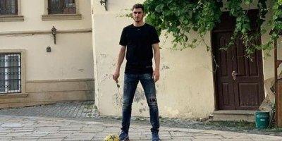 Ramil Şeydayev İçərişəhərdə uşaqlarla futbol oynadı - VİDEO