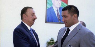 Prezident İlham Zəkiyevi mükafatlandırdı - FOTO