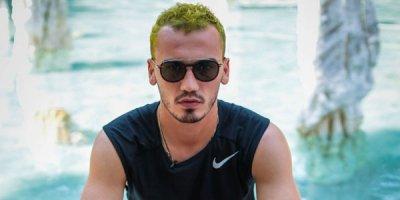 Azərbaycanlı futbolçu mərcdə uduzub, saçlarını boyadı - FOTOLAR