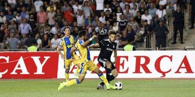 APOEL-in iki futbolçusu