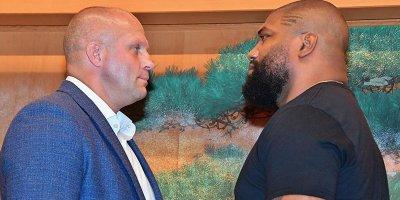 Rusiyalı MMA döyüşçüsü amerikalı Quinton Ceksonu məğlub etdi - VİDEO