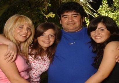 Maradona qızlarını məhkəməyə verir