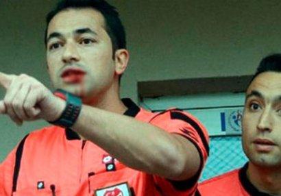 Futbolçu hakimin ağzını partlatdı - FOTOLAR