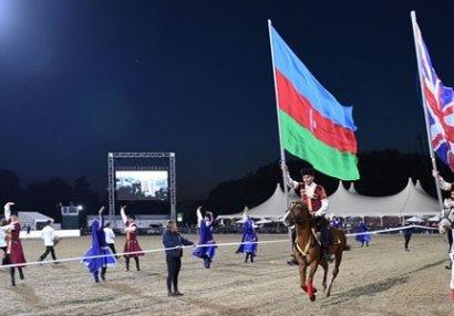 Azərbaycan nümayəndə heyəti Britaniya Kraliçası ilə görüşdü (FOTOLAR)