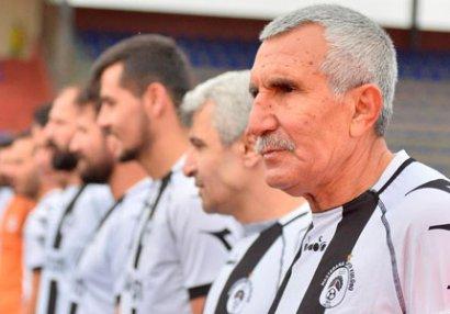 70 yaşlı futbolçu transfer olundu - FOTOLAR