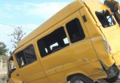 Salyanda idmançıları daşıyan avtobus qəzaya düşdü: ölən var