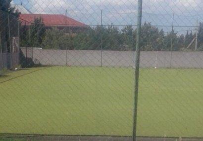 İcra başçısı uşaqların futbol oynadığı bu meydançanı sökür - FOTO