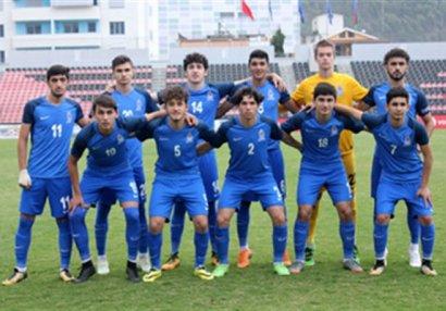 Azərbaycan millisinə 20 futbolçu çağırıldı
