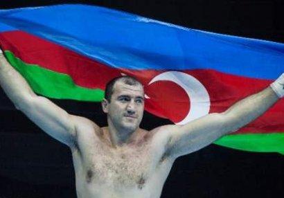 Azərbaycanın 3 qat dünya çempionu peşəkar boksa keçdi
