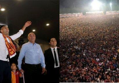 İstanbulda möhtəşəm qarşılanma - FOTO/VİDEO