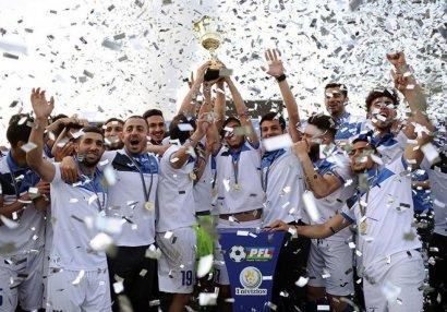 Azərbaycanlı futbolçu medalını satışa çıxardı – FOTO