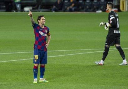 Messi 700 qolun bir addımlığında