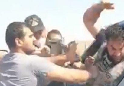 Kamil Zeynallı polisin gözü qarşısında yumruq davasına çıxdı - VİDEO