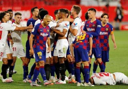 Messi Karlosu itələdi, ara qarışdı - VİDEO