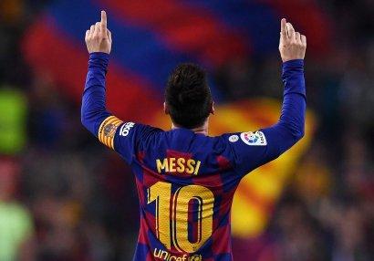 Messi niyə qol vurduqdan sonra barmaqları ilə göy üzünü işarət edir? - YAZI