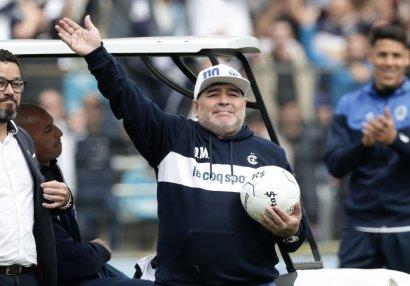 Narkotikdən imtina edən Maradona içkiyə qurşanıb