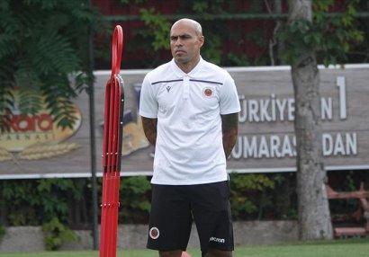 Türk klubu baş məşqçisini yolladı