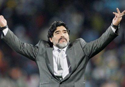 Maradonanın cəsədinə hörmətsizlik edənlər qovuldular - FOTO