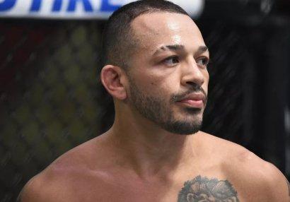 UFC döyüşçüsü bacılarını bıçaqladı