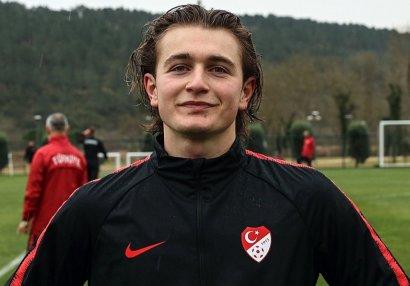 Türkiyə millisinin forvardı Bundesliqa klubuna keçdi - RƏSMİ
