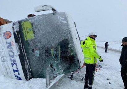 Türkiyə klubunun avtobusu qəzaya uğradı