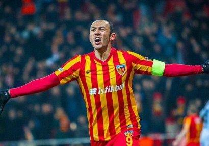 37 yaşlı futbolçu Türkiyədə rekorda imza atdı
