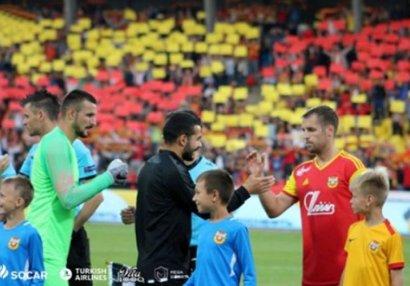 """Sadıqov """"Neftçi""""nin futbolçusuyla maraqlanıb"""