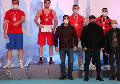 Boksçularımız İstanbuldan 7 medalla qayıdır