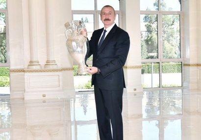 AVRO-2020-nin kuboku İlham Əliyevə təqdim olundu - FOTOLAR