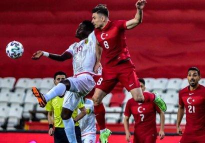 Türkiyə Qvineya ilə