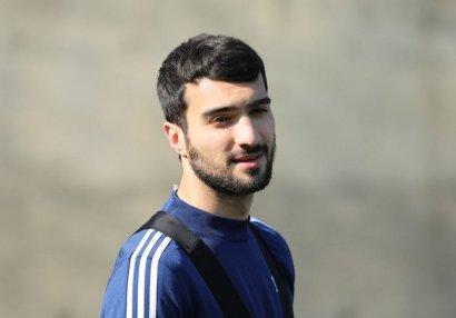 Mahir Emreli bu klubla müqavilə bağlamağa getdi - FOTO
