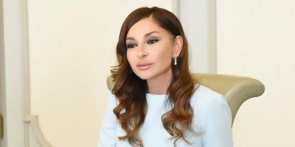 Mehriban Əliyeva Zəhraya hədiyyə göndərdi - FOTOLAR